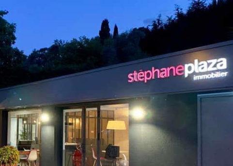 Enseigne pour Stephane Plaza à Grasse