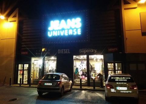 Enseignes lumineuses en néon pour Jeans Univers à Mandelieu