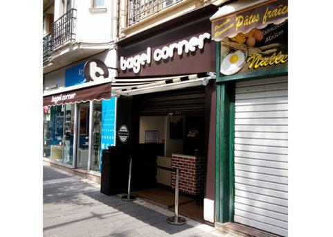 Enseignes et habillage façade Bagel Corner à Nice